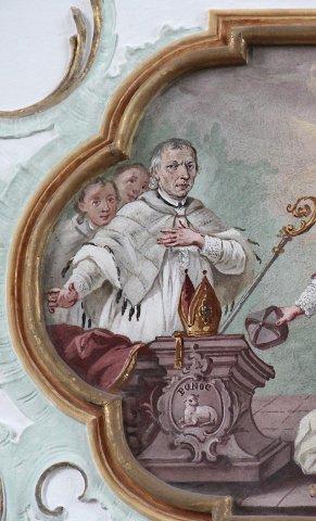 Porträt des Pfarrvikars Albinus Bauer auf der unteren Brüstung der Orgelempore in der Pfarrkirche St. Martin in Schwabmühlhausen, 1759